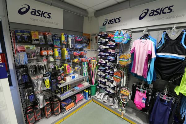 cửa hàng bán đồ dụng cụ thể thao