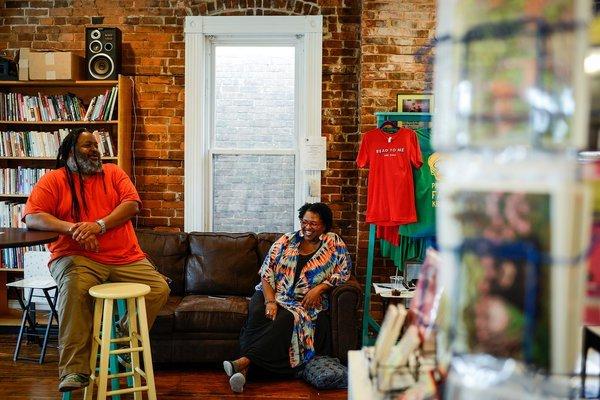 tăng cạnh tranh cho cửa hàng sách nhỏ lẻ dùng công nghệ