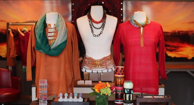một cách trang trí shop quần áo đẹp không thể thiếu việc sắp xếp hàng hóa hợp lý