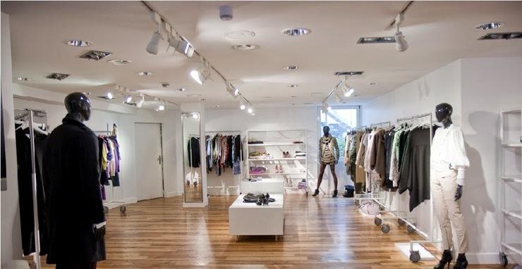 theo kinh nghiệm mở shop quần áo cần lưu ý đến nội thất cửa hàng