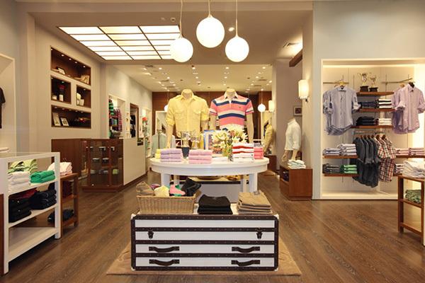 màu sắc cửa hàng cũng là yếu tố quan trọng trong các cách trang trí shop quần áo đẹp