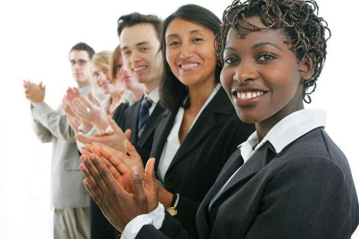 nhân viên làm việc tốt cần được khen thưởng