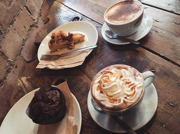 đồ uống ngon là yếu tố làm khách ghé và quay lại quán cafe