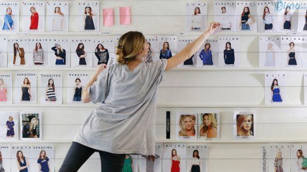 Các sản phẩm thời trang nói chung và quần áo nói riêng đang được xem là những mặt hàng được dùng mua trực tuyến nhiều nhất.