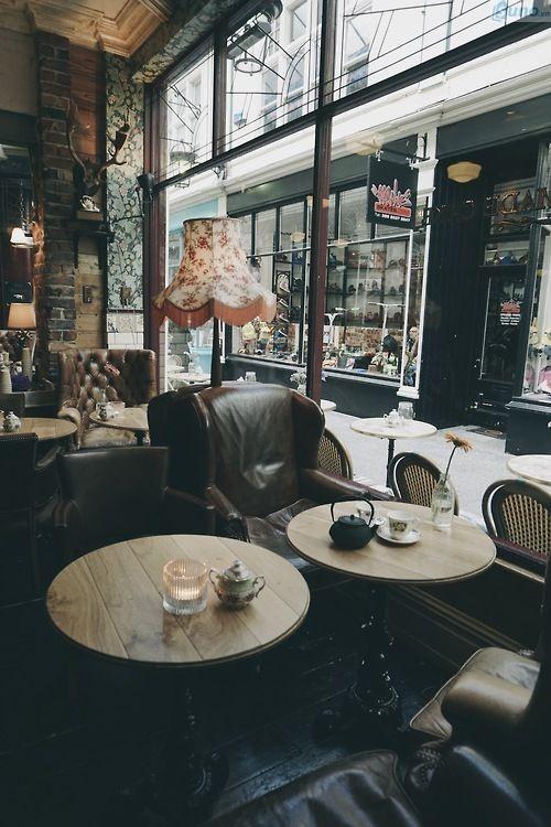trang trí quán cà phê theo phong cách cổ điển