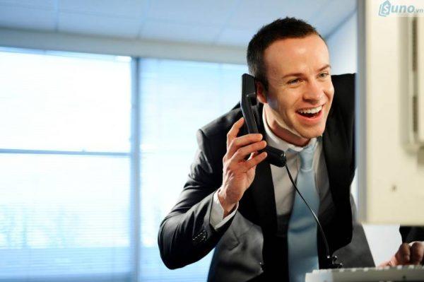 Luôn luôn lịch sự khi giao tiếp với khách hàng qua điện thoại