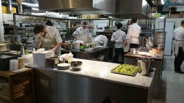 Cải thiện tình hình kinh doanh nhà hàng, quán ăn là điều nên được tiến hành nhanh chóng