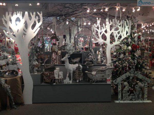 lên kế hoạch trang trí cho cửa hàng dịp Giáng sinh