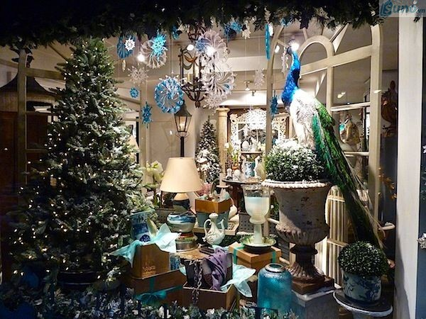 Trang trí cửa hàng dịp Giáng sinh