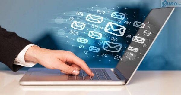 Thông qua website thu thập thông tin của khách hàng