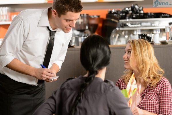 Lắng nghe và thấu cảm với khách hàng