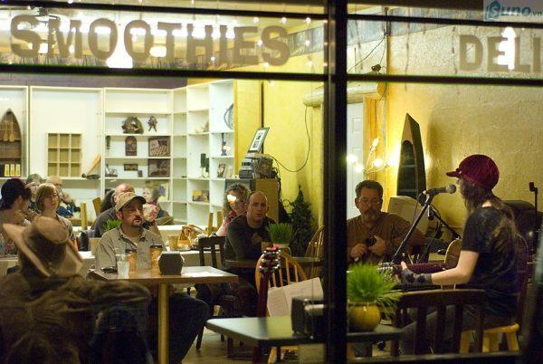 Nhạc quán cà phê là yếu tố khách hàng quan tâm không kém chất lượng đồ uống