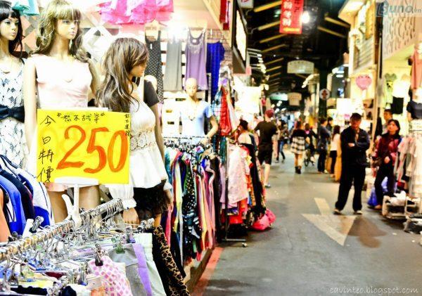 Những chợ đầu mối quần áo giá sỉ nổi tiếng ở Việt Nam và nước ngoài