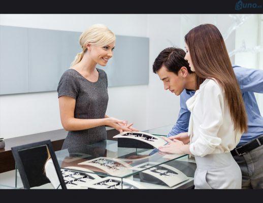 Cần tuyển nhân viên có tác phong chuyên nghiệp và luôn thân thiện, tươi cười với khách hàng để giúp cho cửa hàng của bạn phát triển.
