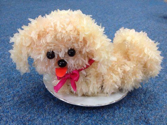 Với một chú chó bông bằng bưởi có giá 300.000 đồng – 350.000 đồng, dùng để trang trí, trưng bày trên mâm cỗ Trung thu
