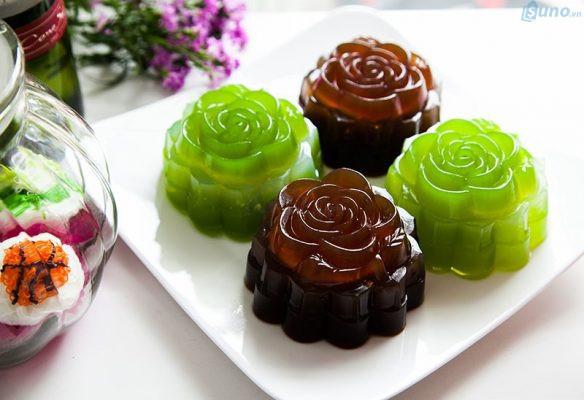 Bánh trung thu handmade được biến tấu làm bằng rau câu mang đến hương vị mới lạ và hút khách trong mùa Trung thu