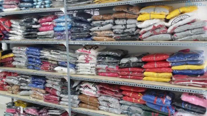 Phân loại và sắp xếp hàng hóa theo từng nhóm như Áo, Quần, Đầm, Váy,...