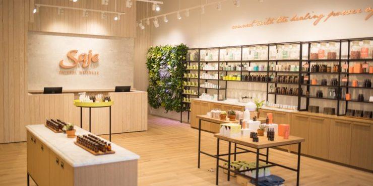 Không gian bên trong cửa hàng là yếu tố thu hút khách hàng đến mua sắm tại cửa hàng của bạn