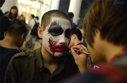 Tùy vào độ sáng tạo và sự khéo tay mà bạn có thể tạo ra những kiểu make up độc lạ mùa Halloween