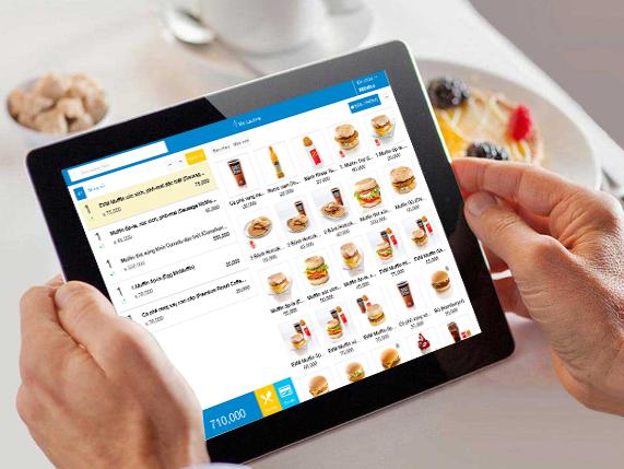 Chọn món từ menu điện tử